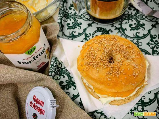 Bagel burro salato e marmellata di pere Rigoni di Asiago