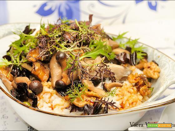 Congee con funghi, noci e mizuna senza glutine