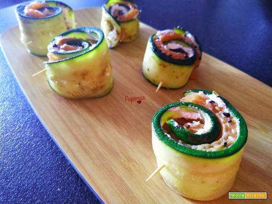 Sushi di zucchina, salmone e Philadelphia