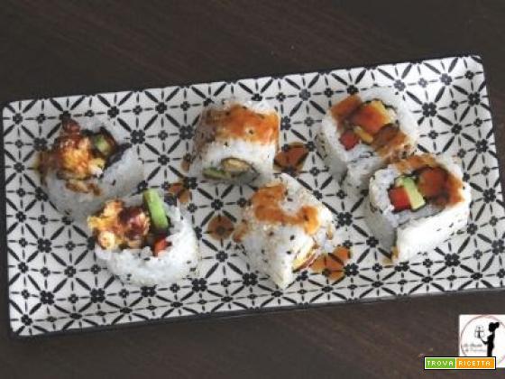 Uramaki fake di pollo fritto in friggitrice ad aria con salsa Teryiaki Bbq