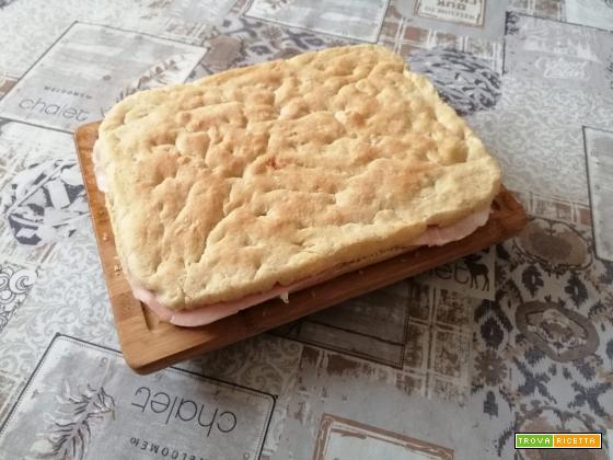 Schiacciata salata farcita