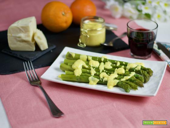 Asparagi con crema salata al pecorino