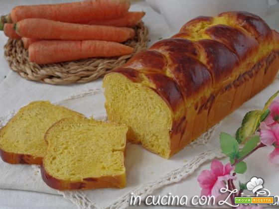 Treccia di pan brioche alle carote