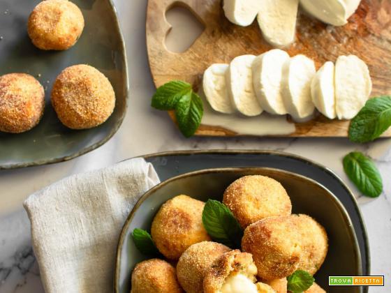 Polpette di patate con cuore filante