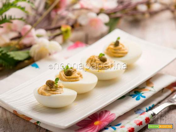 Uova sode ripiene alla piemontese, antipasto nutriente