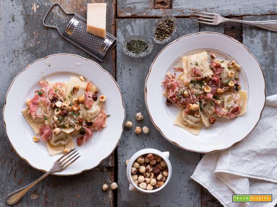 Ravioli di topinambur, con pancetta nocciole e timo {con farina di farro}