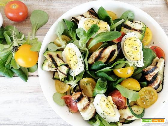 Insalata di verdure grigliate e uova sode