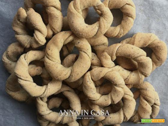 Taralli attorcigliati con farina di mais - ricetta con lievito di birra o esubero lievito madre