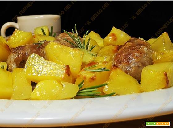 Salsicce con patate al forno