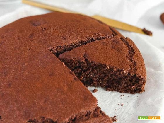 Torta vegana al cioccolato e amarena - facile e soffice