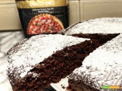 Torta al cioccolato morbida e fondente