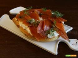 Friselle con carote travestite da salmone e ricotta