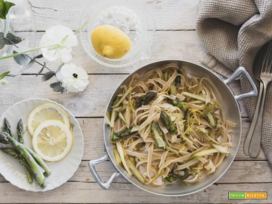 Tagliatelle di farro con asparagi e limone {e l'amore per la pasta con le verdure}
