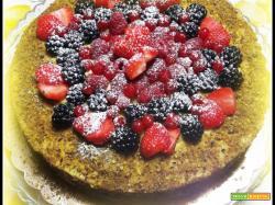 Torta frutti rossi e granella di pistacchi