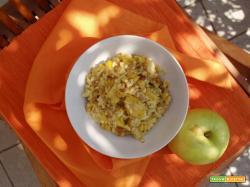 Mix cereali con mele, uvetta e mandorle