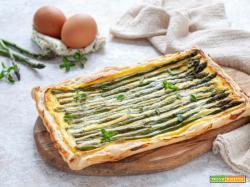 Torta salata di pasta sfoglia con asparagi