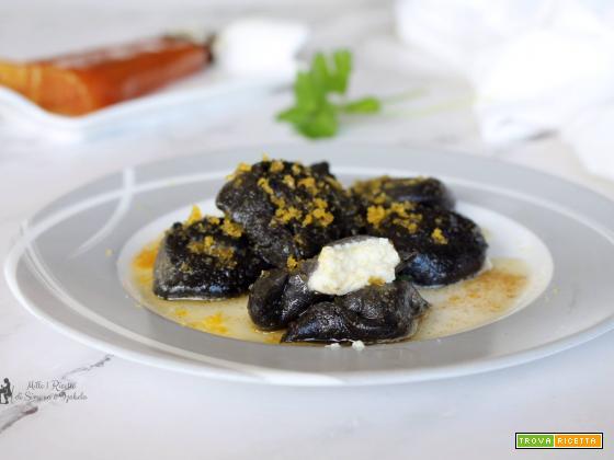 Tortelloni neri con ripieno cremoso e bottarga