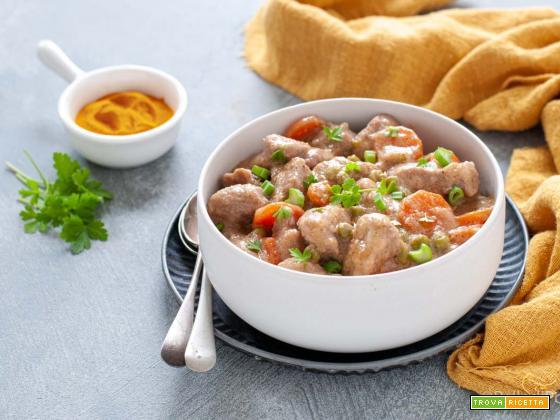 Maiale al curry con verdure e latte di cocco
