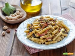Pasta alle melanzane con pesto di pistacchi e pancetta