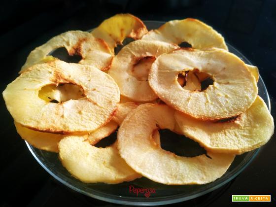 Chips di mele in friggitrice ad aria
