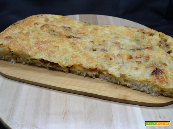 Ricetta-Focaccia con cipolla e pomodoro secco