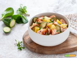 Insalata con salmone, patate e zucchine