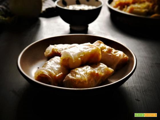 Fagottini di Carta di riso al forno farciti con carote,sedano,porro, funghi e germogli di soia