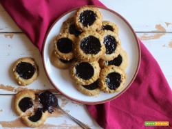 Thumbprint cookies: biscotti con l'impronta e confettura di mirtilli