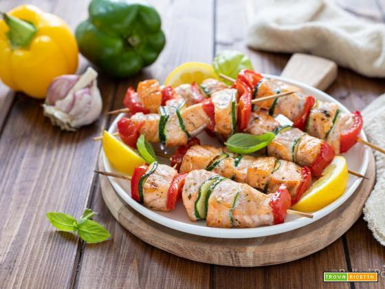 Spiedini di salmone e verdure
