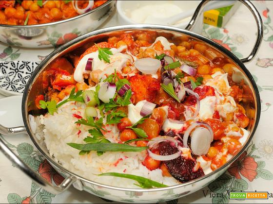 Slurperia indiana di ceci e verdure arrostite