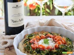 Torta rustica con zucchine, feta e salmone: idea di aperitivo da abbinare al vino