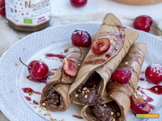 Cannoli di Pancakes con ciliegie e nocciolata crunchy