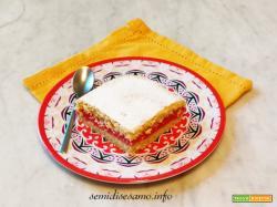 Torta al limone farcita con salsa alle fragole
