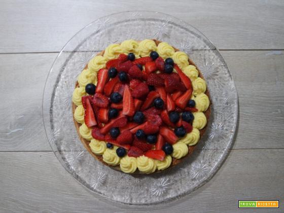 Crostata con crema frangipane e frutta fresca