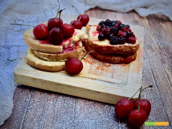 Pain perdu alle ciliegie e frutti di bosco (Francia)