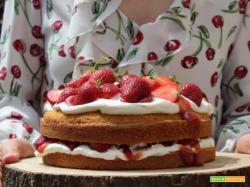 Victoria Sponge Cake con fragole fresche