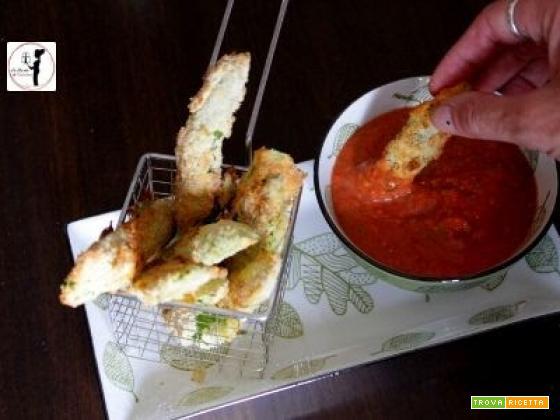 Taccole croccanti in friggitrice ad aria con salsa di pomodorini a crudo
