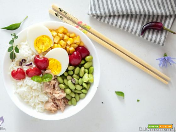 Poke bowl primavera con edamame e ciliegie