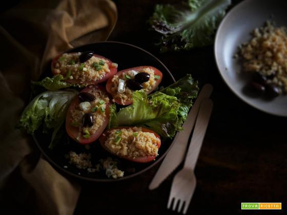 Pomodori ripieni con Cous cous di Ceci e Lenticchie Rosse, Olive Taggiasche e Cipollotto