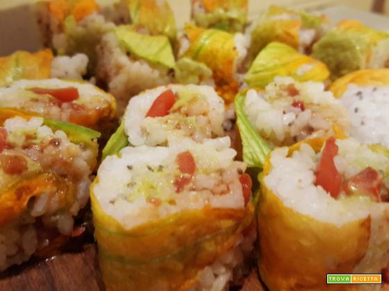Maki con fiori di zucca e avocado