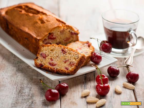Plumcake alle ciliegie e mandorle, un ottimo dolce estivo
