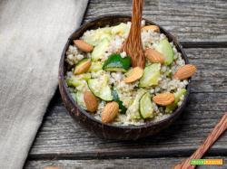 Insalata di quinoa con zucchine e mandorle