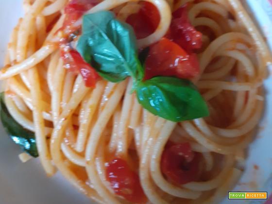 Bucatini pomodorini e basilico