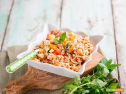 Insalata di riso con verdure e menta, un primo alternativo