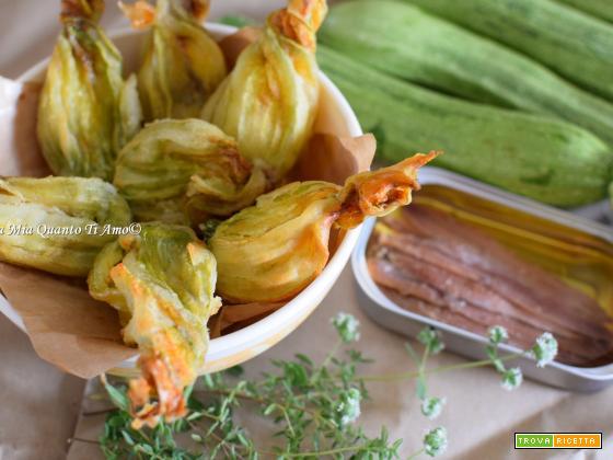 Fiori di zucchina ripieni nella friggitrice ad aria