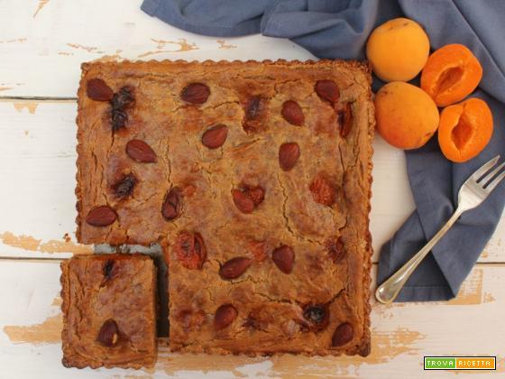 Crostata con albicocche e crema di mandorle