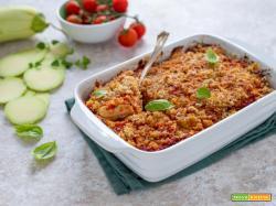 Parmigiana di zucchine a crudo con pangrattato e pomodoro