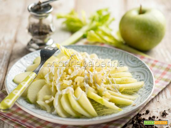 Insalata di mele e sedano, una meraviglia agrodolce