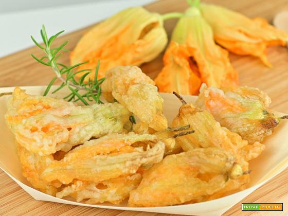 Fiori di zucca fritti in pastella senza lievito e senza uova