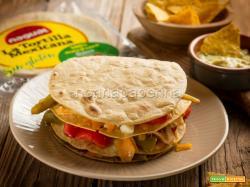 Millefoglie di tortillas con pollo e peperoni, una delizia
